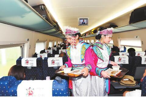 列车员与乘客为第十一届全国少数民族传统体育