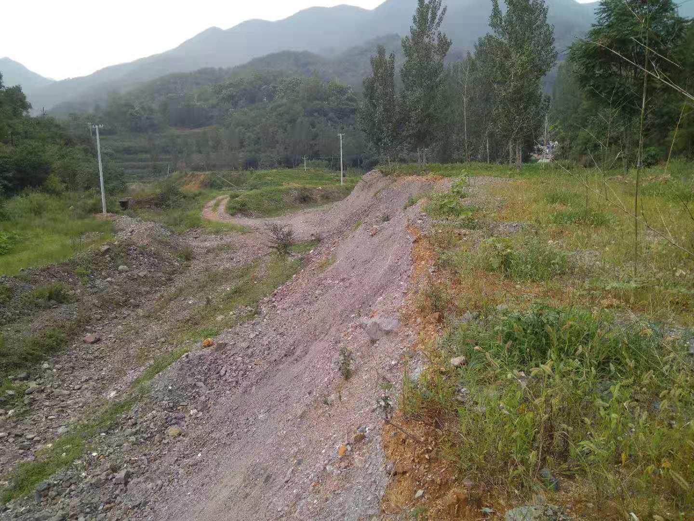 鲁山县一铅锌厂矿渣掩埋河道生态环境局督办多次无果