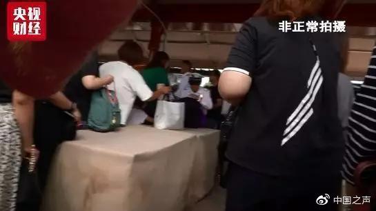 上海迪士尼回应仍有翻包安检:处于过渡阶段 已进行整改