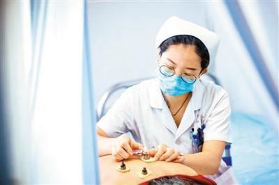 中国注册护士超400万 护理服务护
