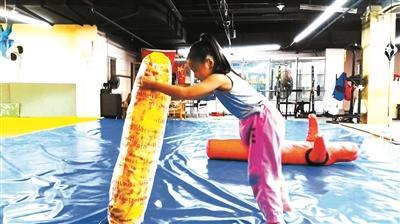 """励志!7岁女孩上演""""中国版摔跤吧爸爸""""已考取柔道9级"""