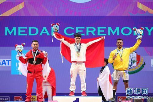 李发彬破纪录夺金 打破总成绩和抓举两项世界纪录
