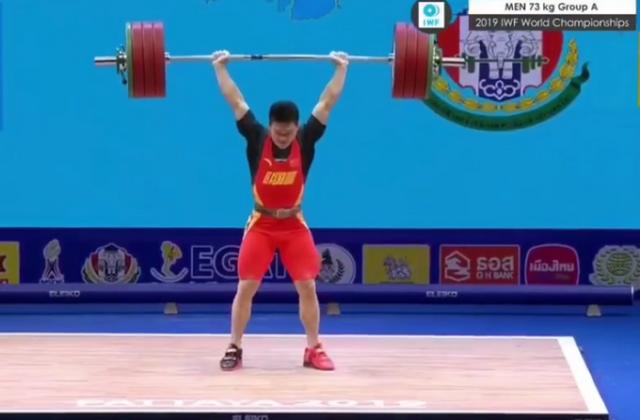 nanrenrinuren_冯吕栋第一次试举由于技术动作不到位,未能成功,朝鲜选手ri chong