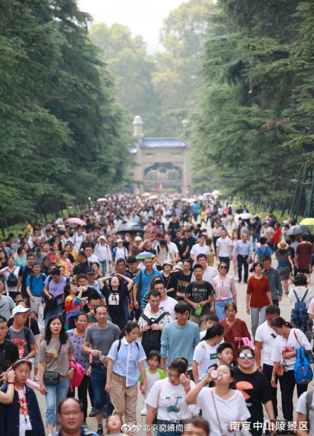 国庆各景区人从众迎旅游客流高峰 这其中有你吗?