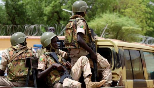外媒:马里一处军营遭遇恐袭 致54人死亡