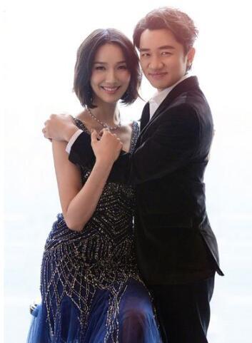 王祖蓝为老婆李亚男庆生 两人相互依偎笑容幸福