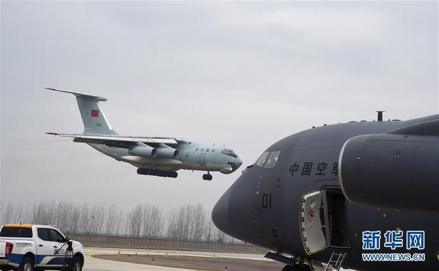 运20驰援武汉 7地机场起飞