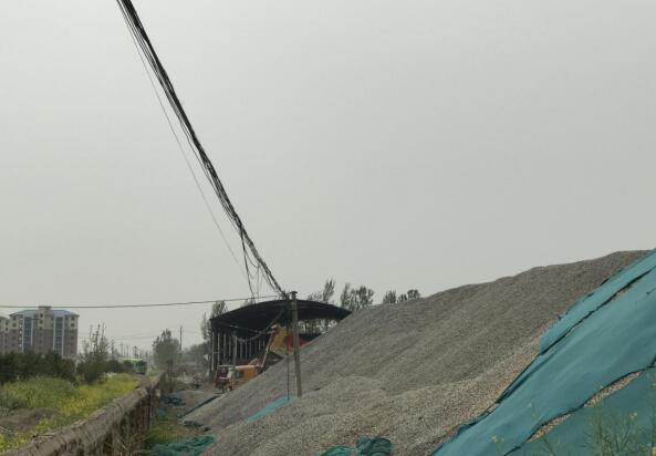 郑州境改建工程S312中牟段一料场屡次污染 回复称边施工边整改