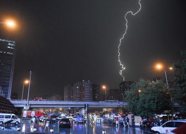 雷电预警:北京今天晚高峰现雷雨天气大部分地