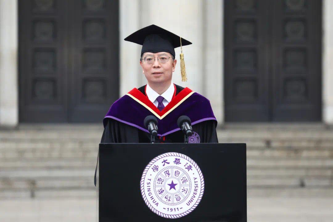 清华大学毕业典礼 邱勇寄语清华本科毕业生:做命运的主人