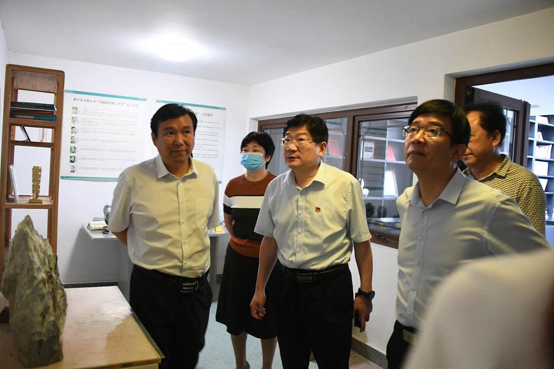 南阳师范学院领导到镇平县推动校地合作