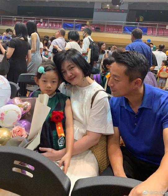 汪小菲夫妇参加女儿毕业礼 汪小菲晒照:漂亮宝贝,美妈妈还有傻爸爸