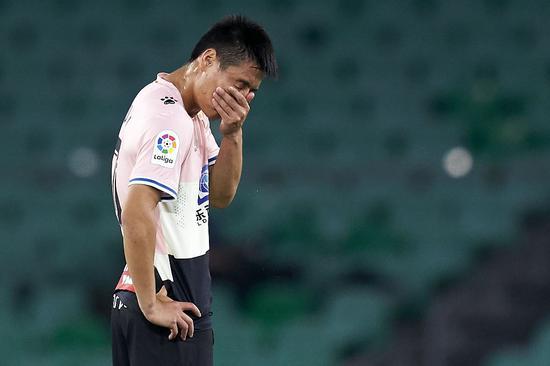武磊空门不进 把球踢在门将身上 赛后遭媒体批评