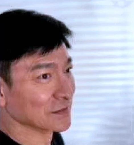 59岁刘德华误发显老生图秒删 随后重发美颜照