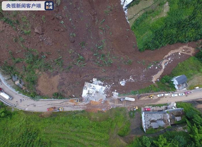 云南彝良山体滑坡两名失联者遗体被找到