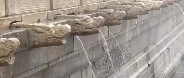 北京暴雨故宫再现九龙吐水为古人的智慧点赞