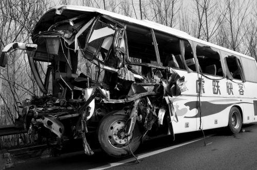 吉林公交货车相撞致2死16伤 事故原因正在调查中