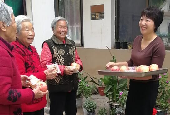 """河南杞县:双节期间""""惠民大餐"""" 道道开胃助脱贫"""