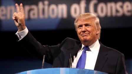 """特朗普于10日举办了出院后首场公开活动,并声称""""感觉很好"""""""