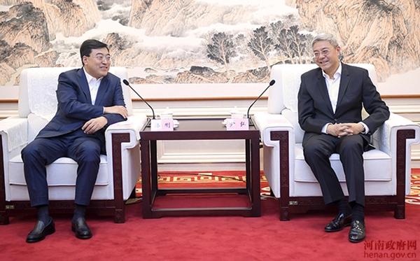 河南省省长尹弘与伊利集团董事长潘刚会谈