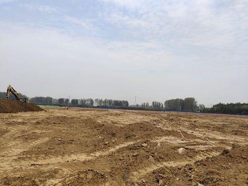 许昌远东股份一拆迁工地数万平方米建筑垃圾露天放置 村民称污染半个村庄