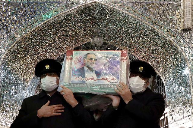 伊朗为遇害核科学家举行国葬 国防部长出席
