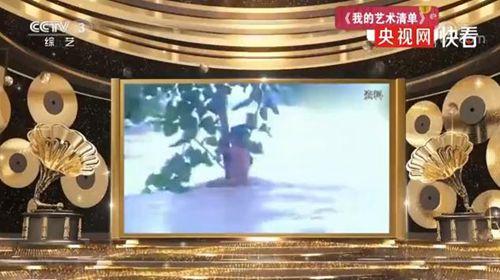 23年前洪水中抱树女孩成为警察